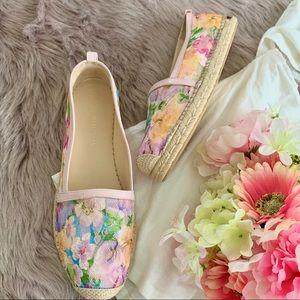 😍 NWOT Stuart Weitzman Floral Lace Espadrilles